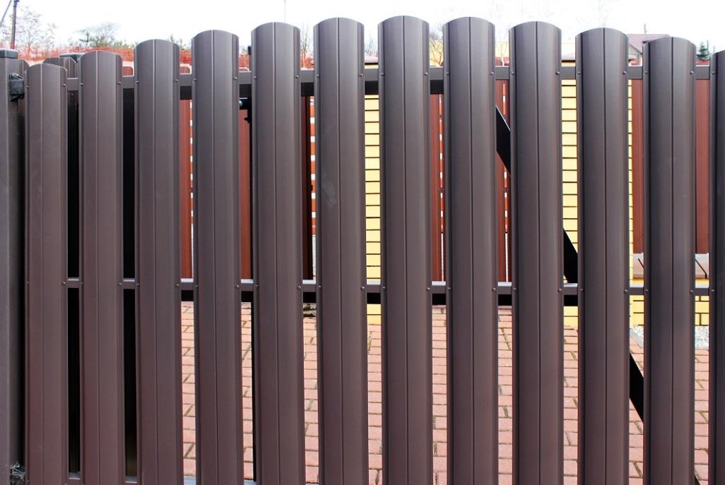 Какой забор дешевле - бетонный или из профнастила | Bulat | 687x1026